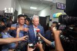 Лидер партии Бутун Кыргызстан Адахан Мадумаров отвечает на вопросы журналистов после рассмотрения Административным судом Бишкека, дела о возврате партии в предвыборную гонку