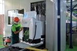 Работы по производству стиральной машины на кыргызско-узбекском совместном предприятии Артель Электроникс в селе Андижан Кара-Суйского района