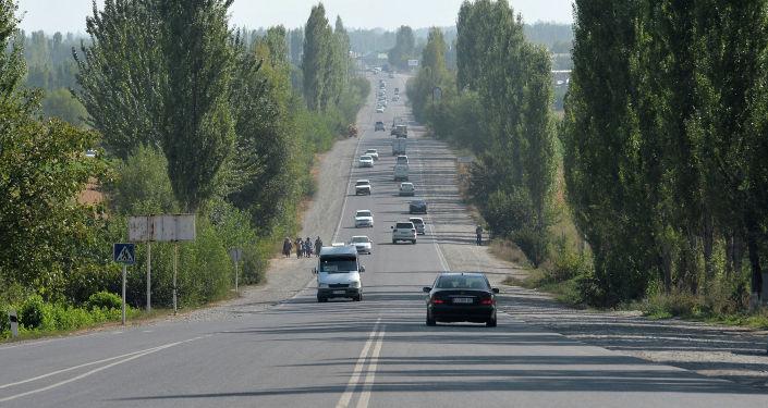 Автотранспорт на автодороге Бишкек-Ош