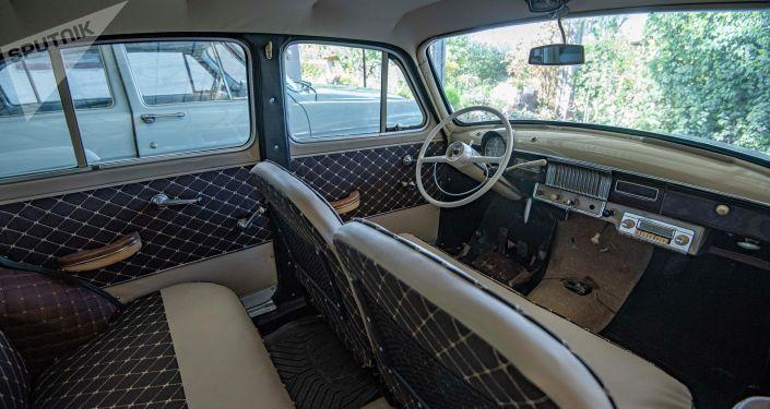 Салон ретро-автомобиля Волга, которую восстановил реставратор Александр Кондрахин