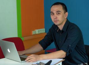 Бизнесмен Зафарбек Сулайманов,  на его швейном предприятии трудятся около сотни человек
