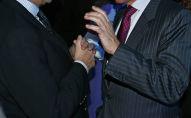 Чрезвычайный и полномочный посол Италии в России Антонио Дзанарди Ланди и депутат Государственной Думы РФ, телеведущий Алексей Пушков (справа) на вручении премии World Fashion Luxury Awards в отеле Ritz-Carlton в Москве.