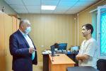 Премьер-министр Кубатбек Боронов Аксы районунун Кербен шаарындагы РСК Банкынын өкүлчүлүгүнүн ишин күтүүсүздөн текшерип барган