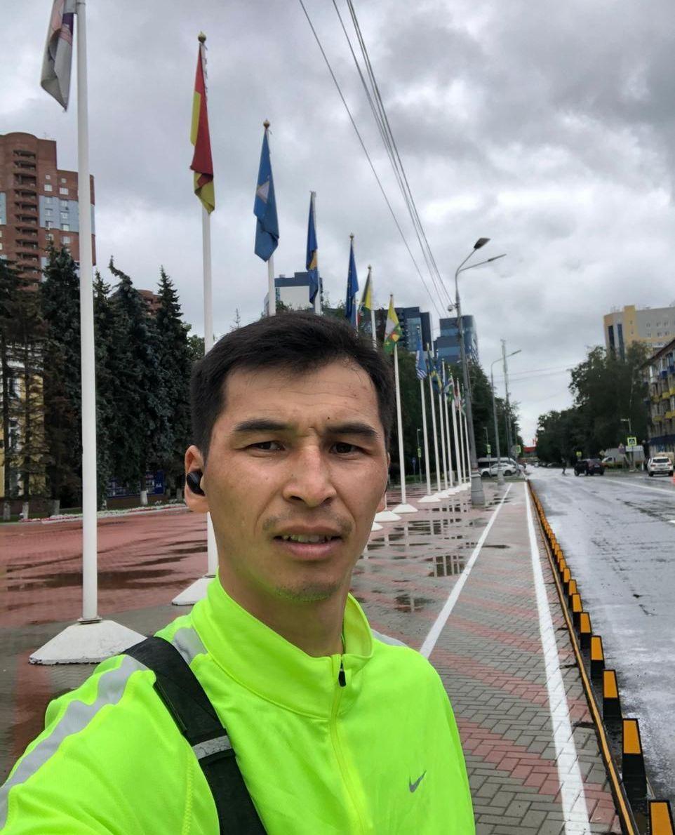Кыргызстанец Азамат Нуржанов отважно пресек попытку похищения ребенка и вступил в драку с похитителями во время пранка в Москве.