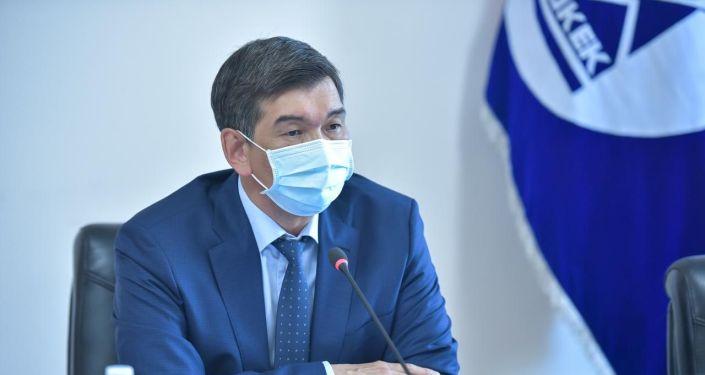 Азиз Суракматов проводит планерное совещание в мэрии Бишкека с вице-мэрами, руководителями структурных подразделений и городских служб.