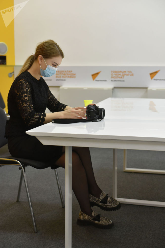 Пресс-секретарь КЭРЦ Азалия Абдылдаева на онлайн-брифинге в мультимедийном пресс-центре Sputnik Кыргызстан