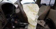 Поврежденный в ДТП салон автомобиля. Архивное фото