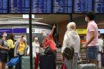 Эл аралык аэропорттогу жүргүнчүлөр. Архив