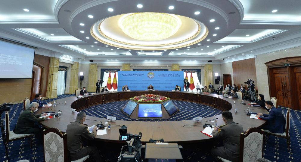 Президент Сооронбай Жээнбеков проводит заседание Совета безопасности