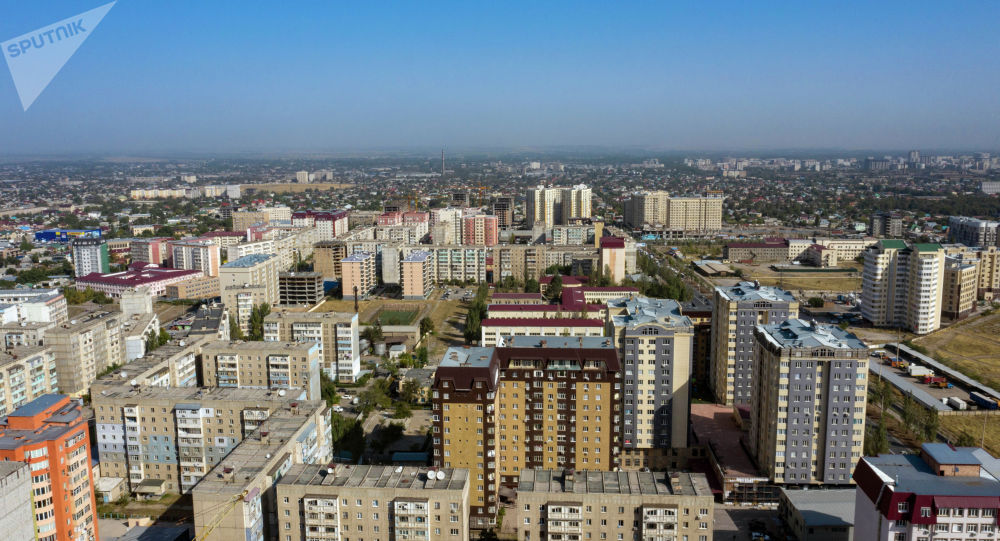 Вид на многоэтажные жилые дома в микрорайоне Джал в Бишкеке с высоты