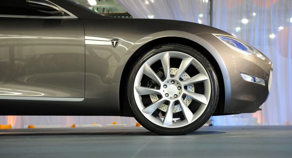 Водителя Tesla задержали засон вовремя езды соскоростью 150 км/ч