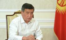Президент Кыргызстана Сооронбай Жээнбеков во время очередного интервью для Биринчи радио