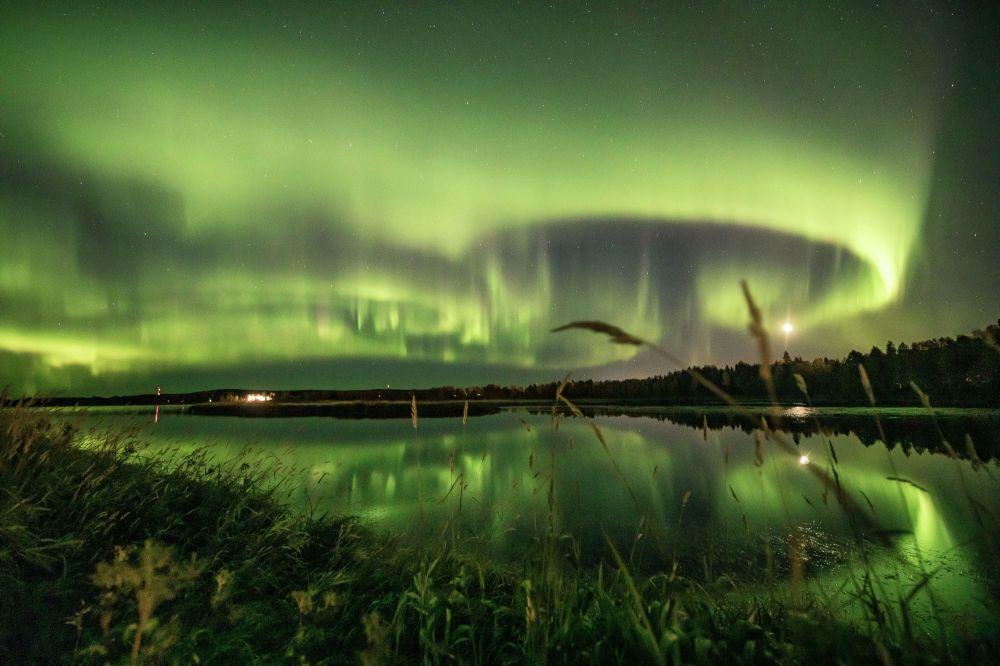 Северное сияние в небе над финским городом Рованиеми. 13 сентября 2020 года