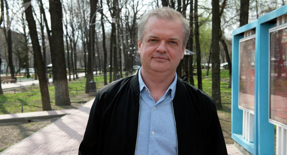 Юрист из Санкт-Петербурга Станислав Чубенко, который открыл детскую студию балета в Бишкеке