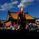 Модель на показе Chantel Gong на неделе моды в Пекине, Китай. 17 сентября 2020 года