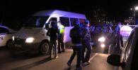 Сотрудники УПСМ во время рейда по выявлению пьяных водителей в Бишкеке