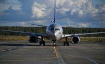 Самолет Boeing авиакомпании в аэропорту