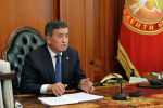 Президент Сооронбай Жээнбеков премьер-министр Кубатбек Боронов менен онлайн кеңешме өткөрүү учурунда