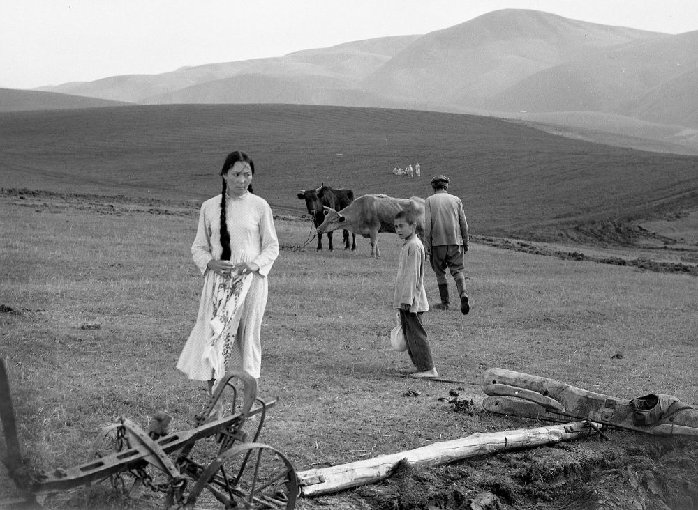 Жайлоодо тасма тартылып жаткан учур, 1974-жыл