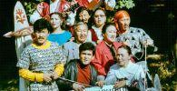 Туңгуч жеке театрынын чыгармачыл тобунун сүрөтү 1990-жылы Бишкек шаарында. Архив
