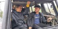 Путешественникам показывают заброшенные баржи и технику, которую использовали ликвидаторы последствий аварии