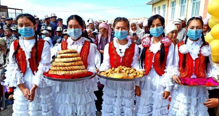 Церемония открытия новой школы на 200 мест в Узгенском районе Ошской области