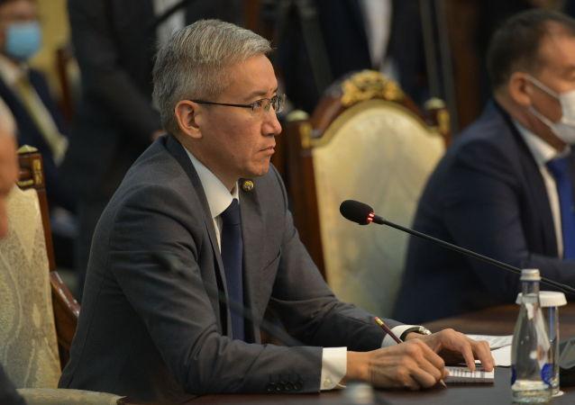 Сопредседатель с кыргызской стороны, вице-премьер министр КР Эркин Асрандиев на заседании межправительственной комиссии в Бишкеке. 22 сентября 2020 года