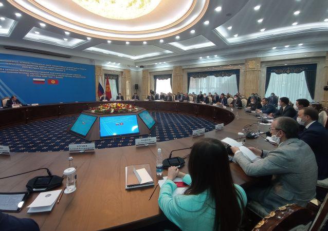 22-е заседание Межправительственной кыргызско-российской комиссии по торгово-экономическому, научно-техническому и гуманитарному сотрудничеству в Бишкеке. 22 сентября 2020 год