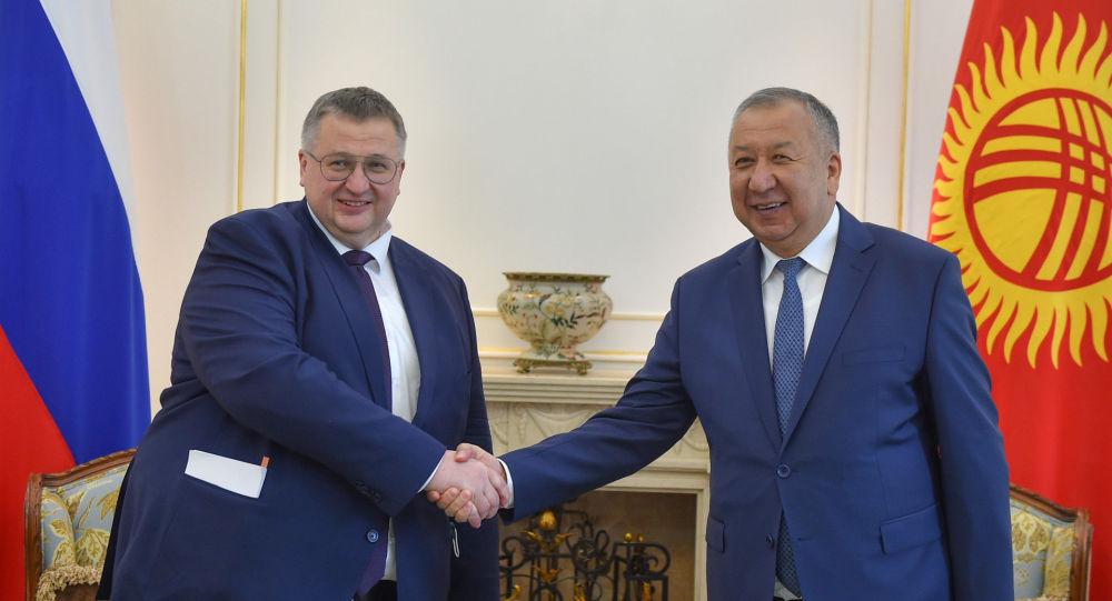 Премьер-министр Кыргызской Республики Кубатбек Боронов провел встречу с заместителем Председателя Правительства Российской Федерации Алексеем Оверчуком, прибывшего в страну с рабочим визитом
