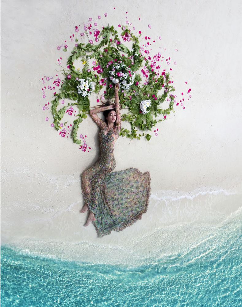 Первое место в номинации Свадьба занял Мохаммед Азмил (Mohamed Azmeel). Свое фото он назвал  Тропическая невеста.