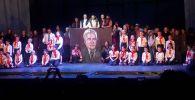Москвада Кыргызстандын мигранттары түзгөн Аян ышкыбоздор театры көрүүчүлөргө алгачкы спектаклин тартуулады.