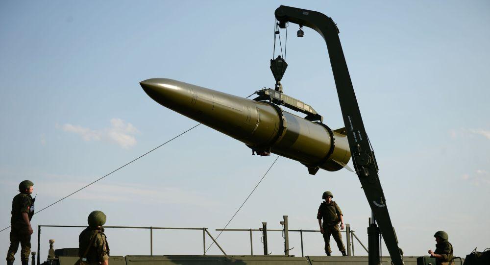 Искандер-М ракетасы машыгуу убагында полигондо. Архивдик сүрөт