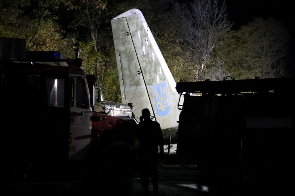 Военно-транспортный самолет Ан-26 потерпел крушение в пятницу вечером возле города Чугуев в Харьковской области