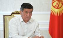 Президент Сооронбай Жээнбеков Биринчи радиого маек берип жатканда