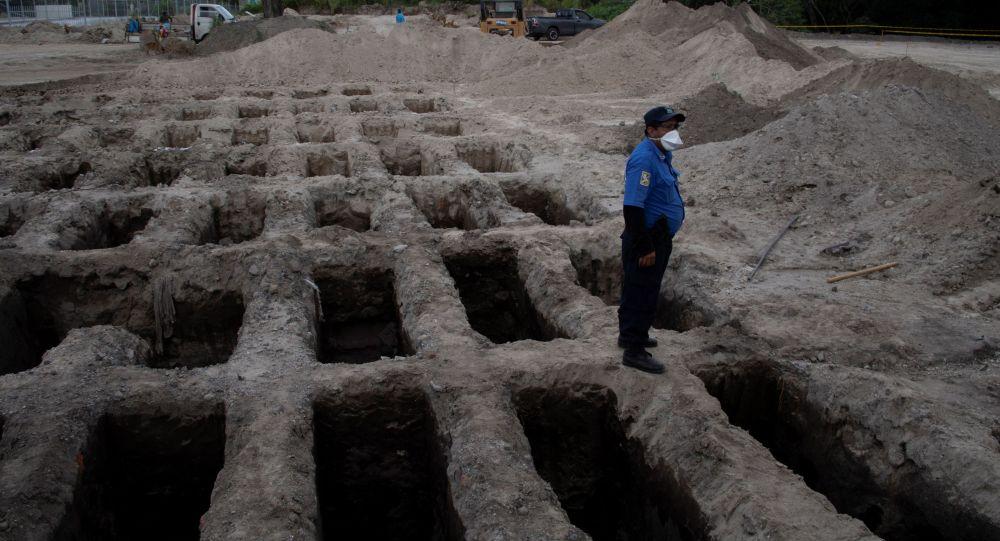 Сан-Сальвадордогу коронавирустан каза болгондор үчүн даярдалган көрүстөн. Архивдик сүрөт