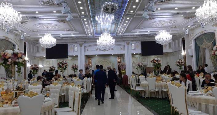 Один компклубов Бишкека, который нарушил санитарные правила, проводив массовые мероприятия