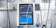 Аппарат искусственной вентиляции лёгких (ИВЛ) в палате отделения реанимации больницы. Архивное фото