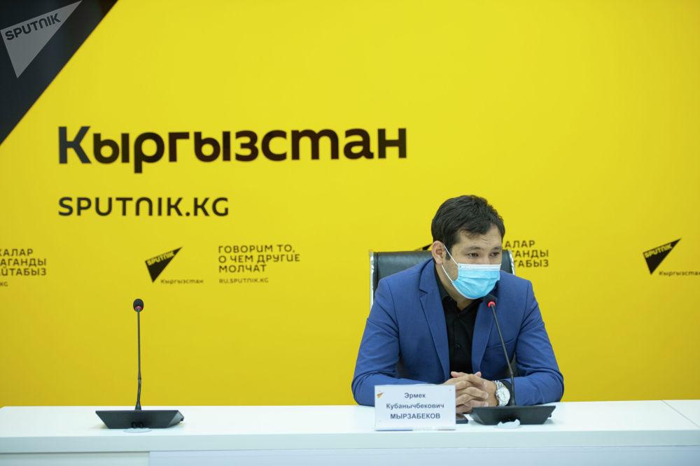 Также он сообщил, что из-за пандемии 90 процентов занятых в турсекторе Кыргызстана остались без работы. По словам Мырзабекова, всего в этой сфере в КР трудится около 180 тысяч человек