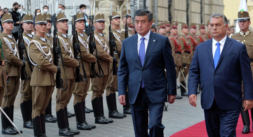 Церемония официальной встречи Президента Кыргызской Республики Сооронбая Жээнбекова с Премьер-министром Венгрии Виктором Орбаном
