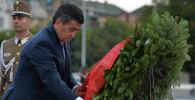 Президент Сооронбай Жээнбеков Будапешт шаарындагы Баатырлар аянтына гүлчамбар койду