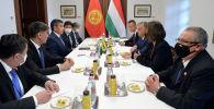 Президент Сооронбай Жээнбековдун Венгрияга болгон иш сапары. Архивдик сүрөт