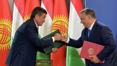 Президент Сооронбай Жээнбеков жана Венгрия премьер-министри Виктор Орбан Стратегиялык өнөктөштүк жөнүндө биргелешкен декларацияга кол коюу учуранда
