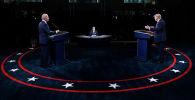 Действующий президент США Дональд Трамп и кандидат в президенты от Демократической партии Джо Байден участвуют в дебатах. Архивное фото