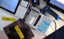 Сканер для чтения маркировки товара. Архивное фото