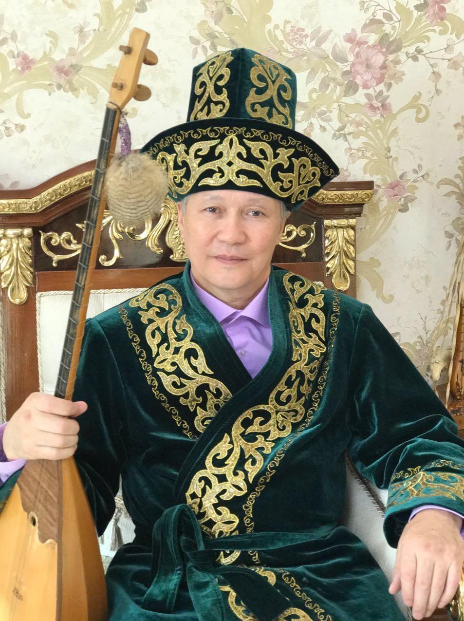 Советский казахский поэт, писатель, драматург, акын — импровизатор, сатирик, критик, литературовед Баянгали Алимжанов