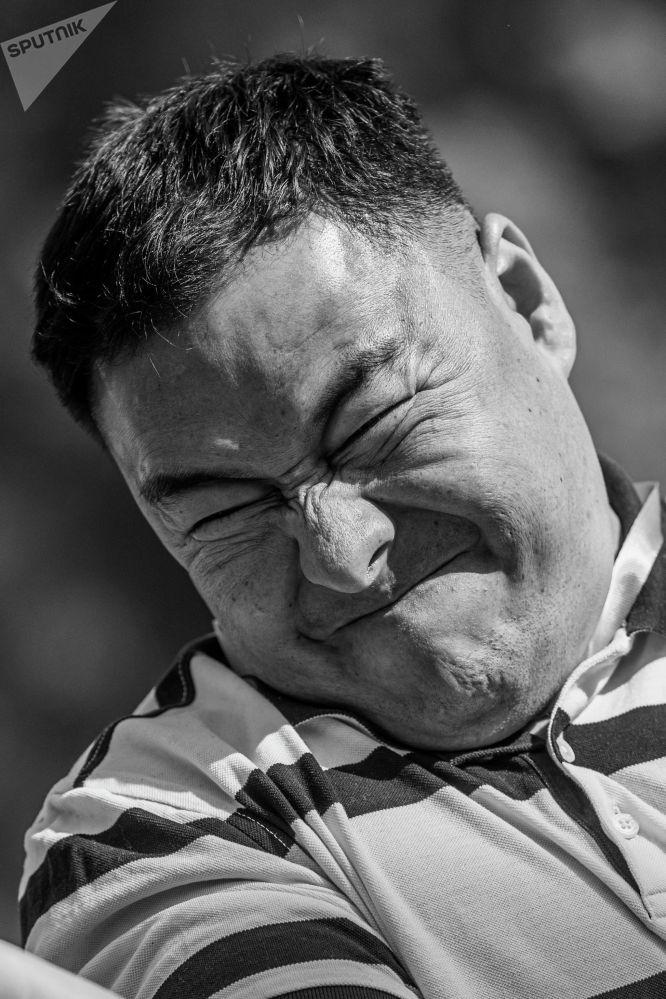 Участник турнира по армрестлингу Рава Губезов