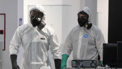 Медицинские сотрудники во время работы. Архивное фото