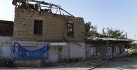 Дом, поврежденный в результате обстрела в Мартакертском районе Нагорного Карабаха.