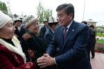 Президент Сооронбай Жээнбеков Ош облусунда жарандар менен жолугушууда. Архивдик сүрөт