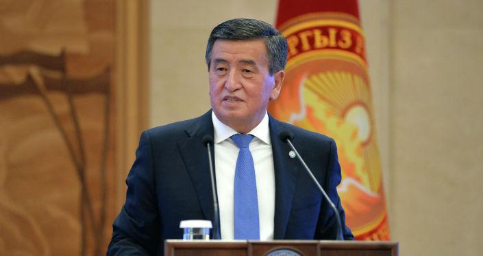 Президент КР Сооронбай Жээнбеков на церемонии вручения государственных наград медикам и лицам, отличившимся в борьбе против пандемии коронавирусной инфекции